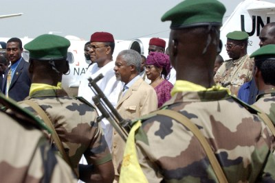 Deposed president Mamadou Tandja of Niger, seen with former United Nations chief Kofi Annan.