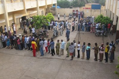 Queuing to vote. (file photo)