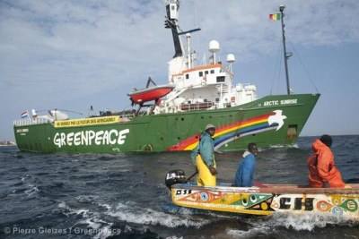 Greenpeace and Senegalese Fishermen Tackle Overfishing.