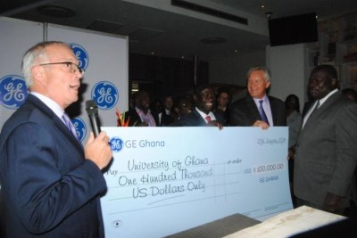 Vice-Chancellor Prof. Ernest Aryeetey (right), receiving the symbolic cheque on behalf of the University. With him are Mr. Jeff Immelt, Global Chairman of GE (second from right) and Hon. Emmanuel Kofi Buah, Minister of Energy and Petroleum (third from right)