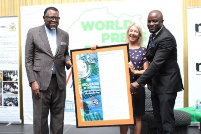 The executive chairperson of the Namibia Media Trust, Gwen Lister, President Hage Geingob and Editors' Forum of Namibia chairperson Joseph Ailonga.
