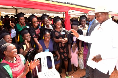 President Museveni interacts with some of the youth and women under the Sseninde Foundation programme, who graduated in Wakiso.