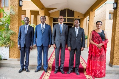 President Kagame and new premier Edouard Ngirete (2nd R) outside Parliament together with Speaker Donatille Mukabalisa (R), Chief Justice Sam Rugege (L) and Bernard Makuza, the Senate president.