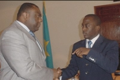 President Joseph Kabila (right) shaking hands with Presidential challenger JP Bemba (file photo).