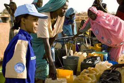 A UN peacekeeper speaks with women refugees in Chad (file photo).