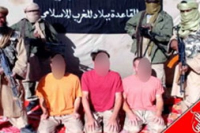 Al-Qaïda au Maghreb islamique a diffusé des photos des cinq otages européens, dont deux Français, enlevés au Mali en novembre.