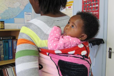 Nomsa and her daughter, Linomtha in Khayelitsha, Cape Town, South Africa (file photo).