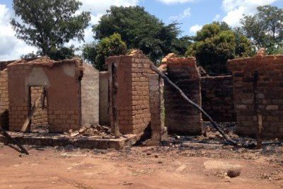 Burnt down houses in Zéré (file photo).