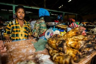 Des vendeurs au marché de Waterside, à Monrovia, au Libéria.
