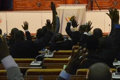 Vue de l'Assemblée nationale congolaise lors d'une assemblée plénière, le 06/01/2015 au palais du peuple à Kinshasa, siège du parlement