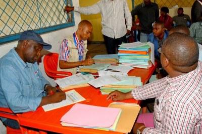 Enregistrement des candidats aux élections provinciales (archive)