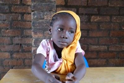 Dans l'enclave musulmane de PK5 à Bangui, en République centrafricaine, une petite fille dans l'école de Koudougou.