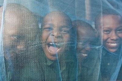 En s'assurant que l'objectif  sera atteint, le gouvernement, en collaboration avec plusieurs intervenants, a lancé hier un programme de distribution de moustiquaires imprégnées aux femmes et aux nourrissons.