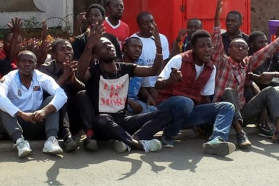 Des militants du Mouvement citoyen Lutte pour le changement (LUCHA) lors d'un sit-in devant le Quartier général de la Monusco à Goma (Nord-Kivu) contre les massacres de Beni. (archive)