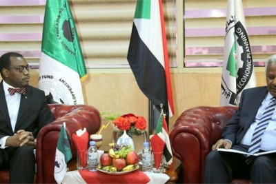 President of the African Development Bank, Akinwumi Adesina, kicked off his visit to Sudan with a courtesy call on the Minister of Finance of Economic Planning, Badreldin Mahmoud Abass, on February 26, 2017. The hour-long meeting, which concluded with a press conference, touched on important issues that underscore the bilateral cooperation between the Bank and its country of birth, the Sudan, where it was born some 53 years ago.
