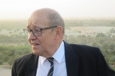 En Algérie, Jean-Yves Le Drian va devoir montrer quelle sera la politique extérieure de l'Elysée.