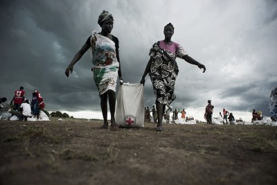 South Sudan Women receiving aid
