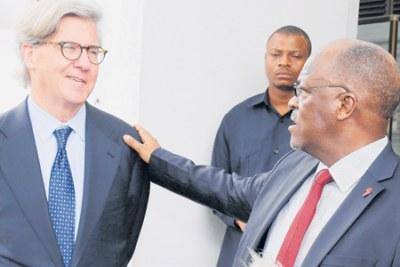 President John Magufuli with Barrick Gold Corporation Executive Chairman, Professor John Thornton.