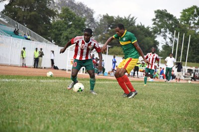 Burundi's Nahimana Shassir (left) tussles with Ethiopia's Ete Biruk Kelbore during their 2017 CECAFA Senior Challenge Cup match at Bukhungu Stadium on December 7, 2017.