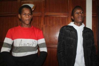 Edwin Ndiritu Warukira (left) and Derick Kimutai Ng'etich in a Nairobi court where they were charged with attempting to extort former Gem MP Jakoyo Midiwo.