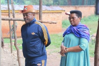 Le président Pierre Nkurunziza et la première dame Denise Nkurunziza, le jour du vote au référendum burundais.