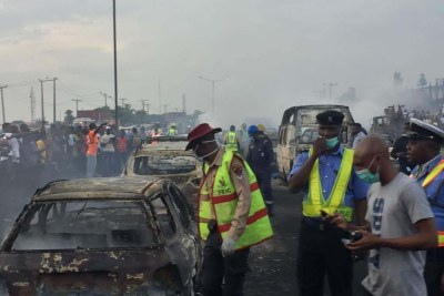 Several vehicles burnt as petrol tanker goes up in flames in Lagos.