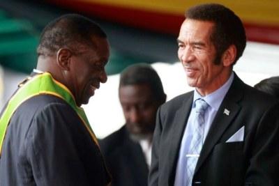 Former Botswana president Ian Khama and Zimbabwe's President Emmerson Mnangagwa (file photo).