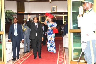 Cameroon President Paul Biya and his wife Chantal return to Yaounde after an election campaign visit to Maroua on 29 September 2018.