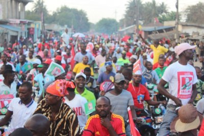 Mozambique ruling party Frelimo supporters (file photo).