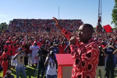 Nelson Chamisa addresses supporters (file photo).