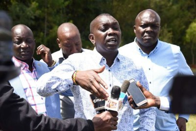 Kapseret MP Oscar Sudi (centre) defending DP Ruto during a press briefing in Eldoret on November 19, 2018.