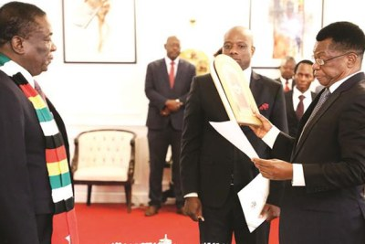 President Emmerson Mnangagwa swears in Prosecutor-General Kumbirai Hodzi (file photo).