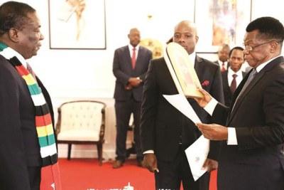 President Emmerson Mnangagwa swears in Prosecutor-General Kumbirai Hodzi (file photo).