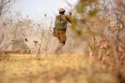 Des militaires burkinabés participent à un exercice d'entraînement en 2017 au Burkina Faso.