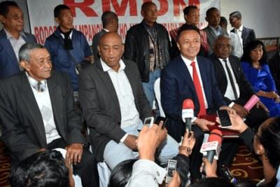 Les dirigeants du RMDM devant la presse hier au Carlton.