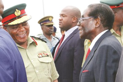 The late former president Robert Mugabe talks to then Zimbabwe Defence Forces Commander General Constantino Chiwenga (file photo).