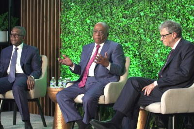 Aliko Dangote, Mo Ibrahim and Bill Gates speaking at The Africa Center in New York.