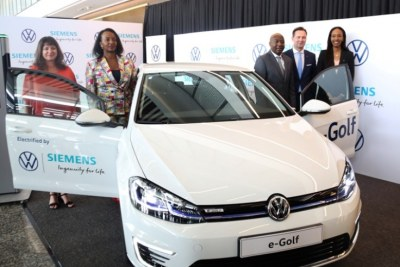 Prime Minister Edouard Ngirente joins other officials at the launch of the e-Golf in Kigali.