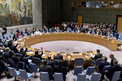 Les membres du Conseil de sécurité des Nations Unies votent pour adopter la résolution 2510 sur la Libye exigeant un cessez-le-feu