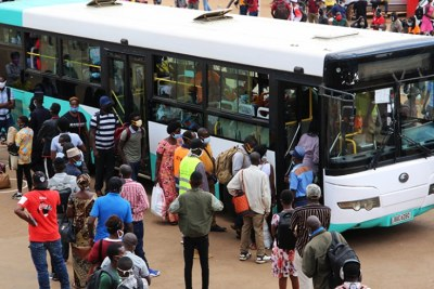 Passengers queue to board a bus at Nyabugogo Taxi Park in Kigali (file photo).