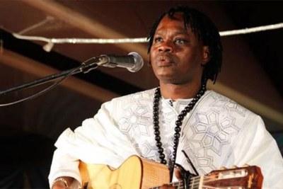 Le lead vocal du Daande Lenol, Baaba Maal