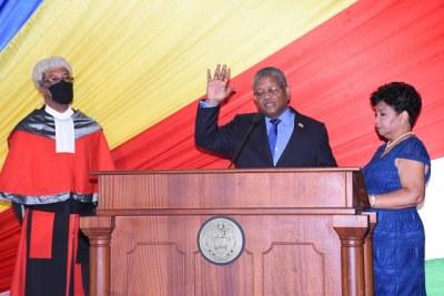 Le nouveau presiednt élu des Seychelles, Wavel Ramkawalan, a prêté serment en tant que cinquième président du pays.