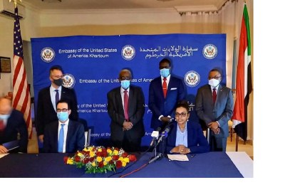 La ministre des Finances et de la Planification économique, Mme Dr Hiba Mohamed Ali, et le secrétaire américain au Trésor Steven Mnuchin ont signé le mercredi 7 janvier 2021, un protocole d'accord à Khartoum pour fournir une facilité de financement provisoire le jour même pour apurer les arriérés du Soudan envers la Banque mondiale.