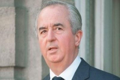 Edouard Balladur, , est un haut fonctionnaire et homme d'État français. Il est Premier ministre du 29 mars 1993 au 17 mai 1995.
