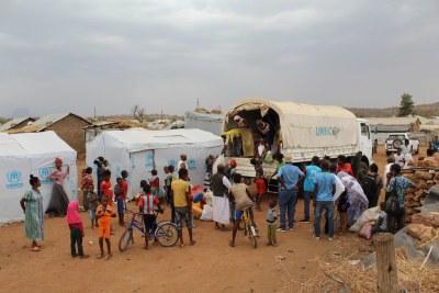 Les réfugiés érythréens dans la région du Tigré en Éthiopie sont amenés ailleurs pour leur propre sécurité.