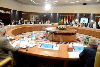 Sept pays voisins de la Libye ont débuté, hier, lundi 30 août, à Alger une réunion régulière de deux jours, au niveau des ministres des Affaires étrangères consacrée à la crise libyenne. Il s'agit de l'Égypte, de la Tunisie, du Soudan, du Niger, du Tchad en plus de la Libye et de l'Algérie, pays hôte.